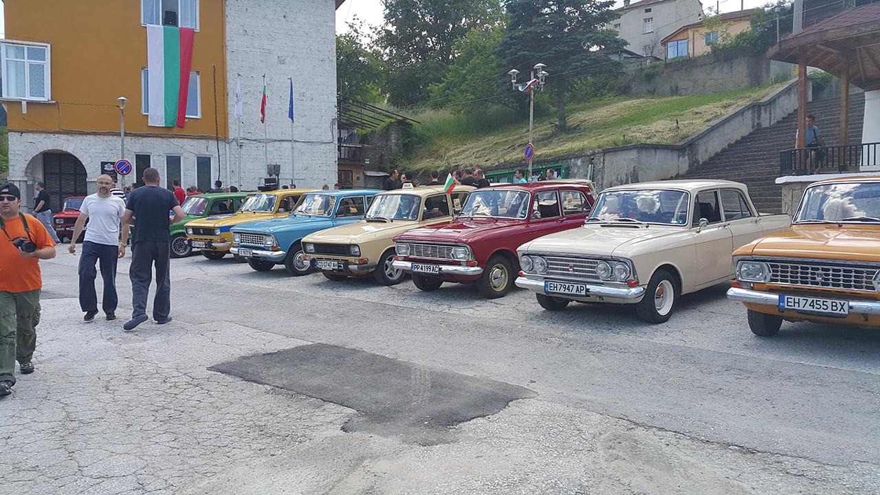 Ретро изложение на автомобили