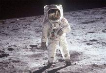 БАН обяснява - Стъпвал ли е човек на Луната?