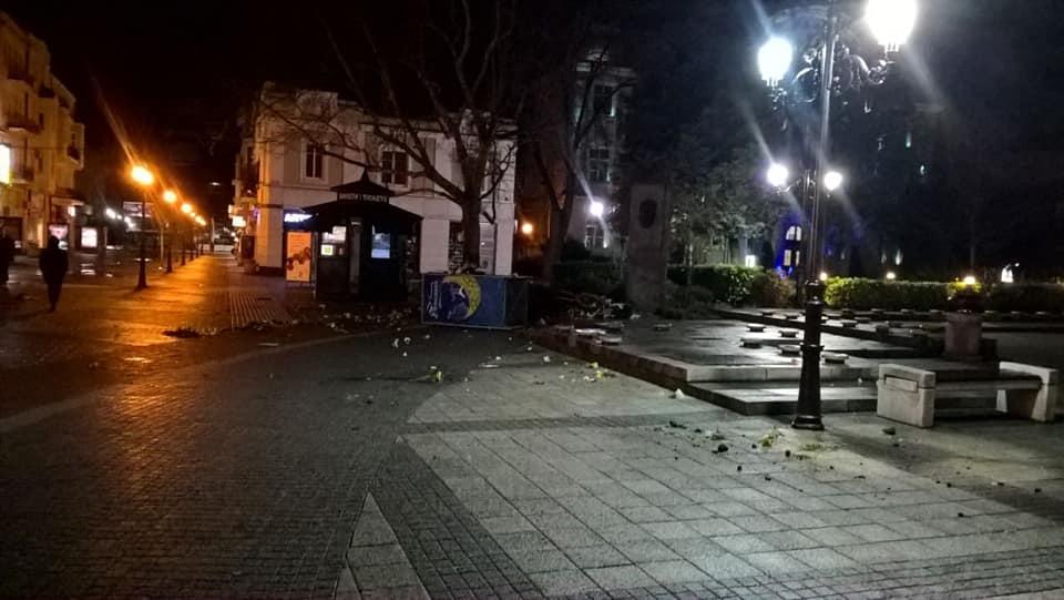 Оскверниха паметника на Стефан Стамболов пред Общината Пловдив 3