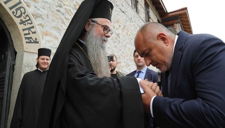 НСО или МВР пазят митрополит Николай Пловдивски?