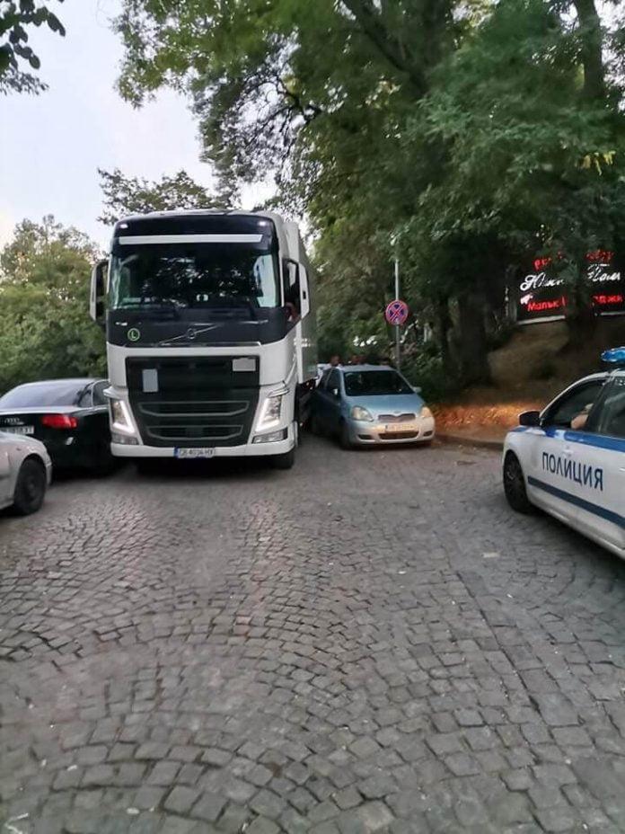 ТИР заседна в неправилно спрели коли на Бунарджика